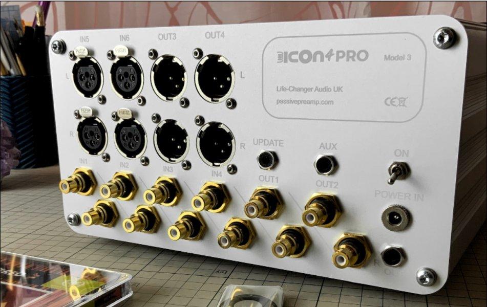 Icon 4 Pro model 3 rear panel.jpg